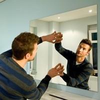 Как приклеить зеркало на двухсторонний скотч.